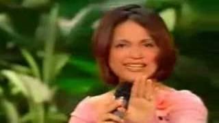 Hebe Camargo chama Alessandra Samadello para cantar