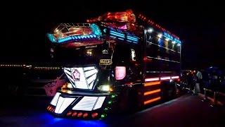 getlinkyoutube.com-2015黒潮船団撮影会【退場シーン】Japanese art truck デコトライベント