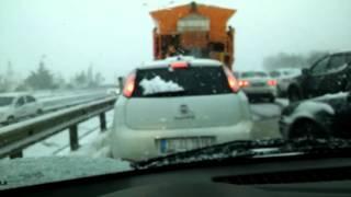 Kar Büyükçekmece'de yolları kapattı!