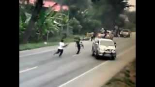 getlinkyoutube.com-ภาพเหตุการณ์ยิงถล่มทหารที่ ปัตตานี