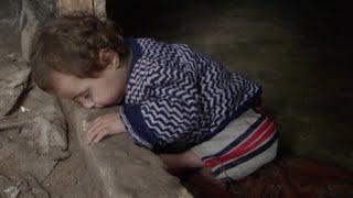 getlinkyoutube.com-شاهد كيف يواجه  أطفال سوريا قساوة البرد والحياة في مخيمات اللجوء