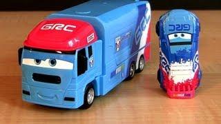getlinkyoutube.com-Stunt Racers Raoul Caroule Cars 2 Andre Transporting Transporter toys Truck Hauler Disney Pixar toy