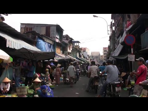 Vietnam : Ho Chi Minh City,  street market in china town, Nov 2011