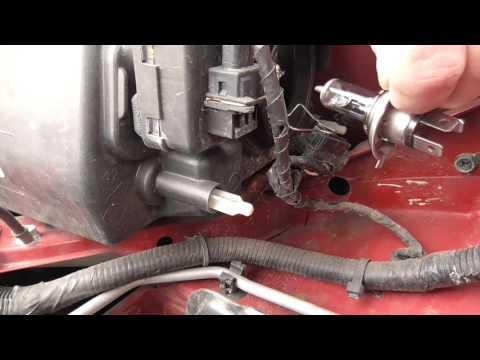 Frontscheinwerfer Nissan Note Leuchtmittel H4 in 5 min wechseln