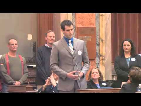 Zach Wahls Speaks About Family -yMLZO-sObzQ