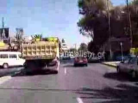 Επικίνδυνο φορτηγό στη Βάρκιζα