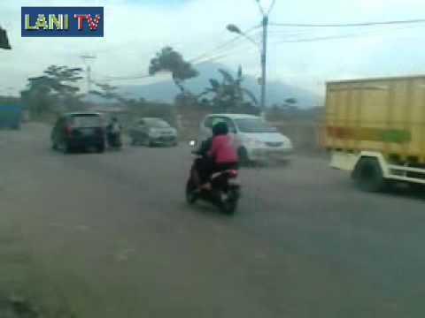 Lanitv online Indramayu-Jalan Utama Depan Kantor Pemda Kab Sumedang Rusak Parah
