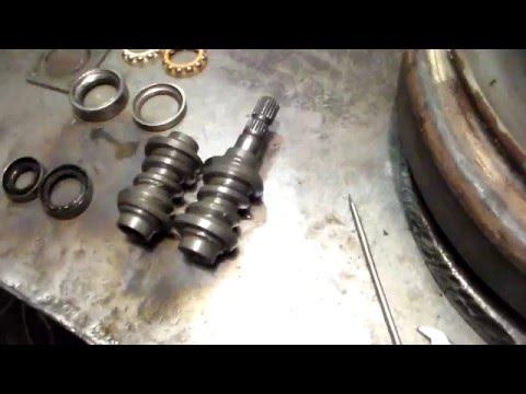 Замена червяка вала руля и его дефектовка.Replaci ng the worm wheel shaft and ...