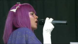 "getlinkyoutube.com-Lily Allen, ""Oh my God"" y ""Everything's just wonderful"", Glastonbury 2009"