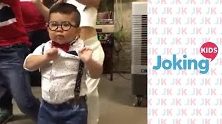 getlinkyoutube.com-Cute boy dancing!