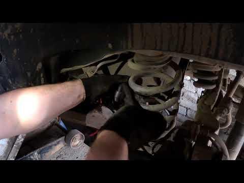 Nissan X-TRAIL Ревизия тормозов. Замена тросов ручного тормоза