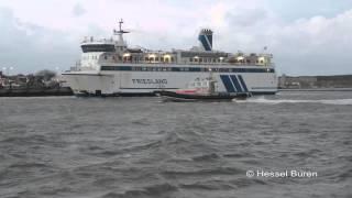 getlinkyoutube.com-Hurricane assisteert de veerboot Friesland 13-11-2015