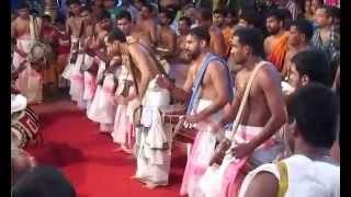 getlinkyoutube.com-Kizhakkanchery Panchavadyam - Pathikalam Thalavattam (Half only)