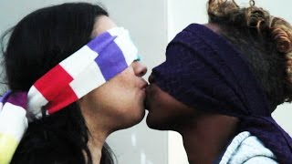 getlinkyoutube.com-Strangers Kiss Blindfolded And Make Guesses About Each Other