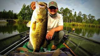 getlinkyoutube.com-How to Catch Giant Summer Bass - Fishing 12 inch Worms and Jigs