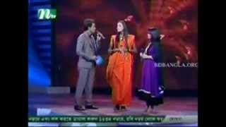 getlinkyoutube.com-Amar Bondhu Doyamoy Natorer Bonolota Sen Laila Closeup1 2012