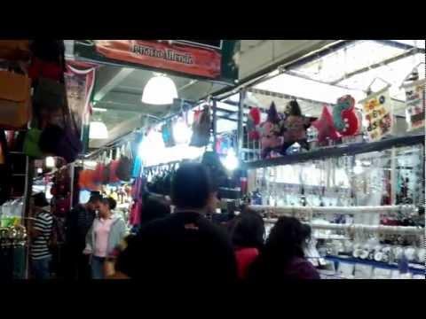 Hermosas artesanías mexicanas en Mercado de Centro Coyoacan
