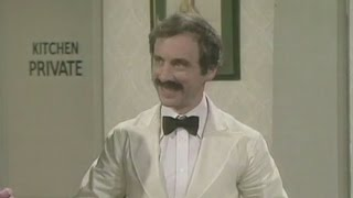 getlinkyoutube.com-Andrew Sachs who played Fawlty Towers' Manuel dies aged 86