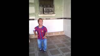 getlinkyoutube.com-Chaparro Bailando la cumbia Mujeres Salvadoreñas