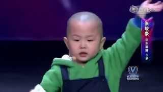 getlinkyoutube.com-Un petit garçon de 3 ans va faire quelque chose d'extraordinaire sur scène