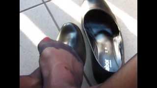 getlinkyoutube.com-flight attendant - outdoor shoeplay while waiting....