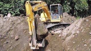 getlinkyoutube.com-Excavator Digging Rock And Dirt Komatsu PC130F-7