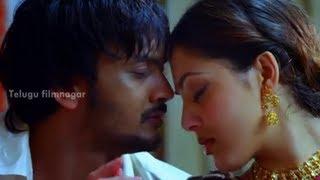 getlinkyoutube.com-Sairam Shankar and Parvati Melton getting intimate - Yamaho Yama Movie Scenes - MS Narayana
