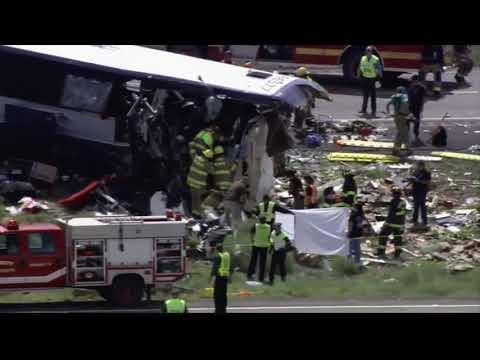 У США зіткнулися автобус і фура: семеро загиблих