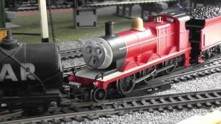 HORNBY/BACHMANN James In A Mess