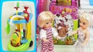 """getlinkyoutube.com-Детский игровой набор для уборки в тележке. Мультик с куклами """"Пропал малыш"""" / Game set for girls"""