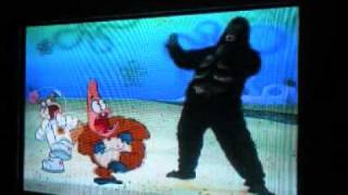 getlinkyoutube.com-Sandy And Patrick Get Beaten Up By A Gorilla