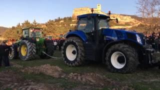 getlinkyoutube.com-Fendt, newholland, masseyferguson, johndeere GARA di TIRO- 2^ benedizione dei trattori-Assisi