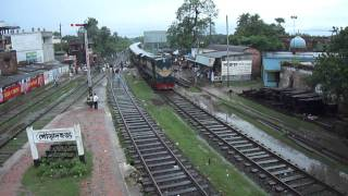 getlinkyoutube.com-Bangladesh Railway Mohanonda Mail/ Exp Train on Poradah Jn Railway St.MP4