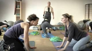 getlinkyoutube.com-Hundegymnastik - Knallerfrauen mit Martina Hill