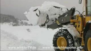 getlinkyoutube.com-Schneechaos: Bagger muß Straßen vom Schnee befreien bei Dreis-Brück(WinklerTV)