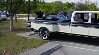 getlinkyoutube.com-Bagged and Slammed Chevy Pick up