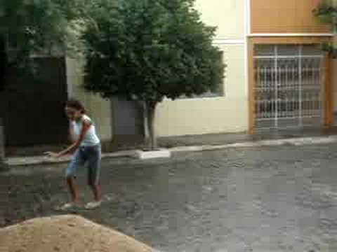 Tomando banho de chuva em Quixeramobim