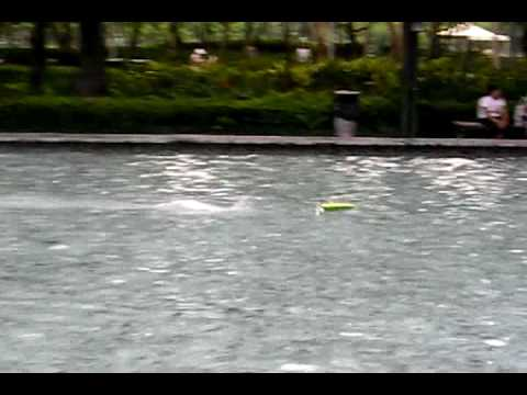 RC speedboat 15 8 2009 pushball boat