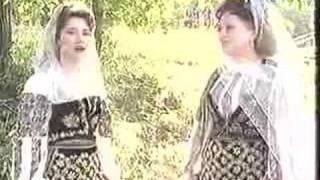 getlinkyoutube.com-Maria si Camelia Ciobanu  - Departe esti, mai, fetita