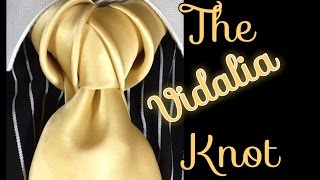 getlinkyoutube.com-How to tie a tie: The Vidalia Knot