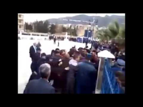Des jeunes tentent d'empêcher le meeting de Sellal à Bejaia 1