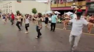 getlinkyoutube.com-Dancing Zorbas in street -