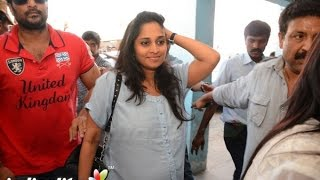 getlinkyoutube.com-Shalini at 'Yennai Arindhaal' screening |  Fans Celebration | Ajith, Anushka, Trisha, Arun Vijay