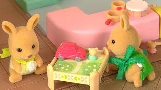 getlinkyoutube.com-Sylvanian Families Holiday Presents Toy Shop Children Play for Kids