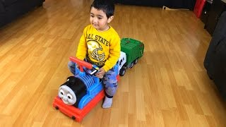 getlinkyoutube.com-Thomas and Friends Ride on Disney Cars Toy Lightning McQueen Thomas y sus Amigos