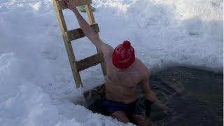 getlinkyoutube.com-Crazy Winter Swimming - FINLAND