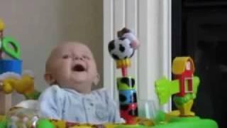 getlinkyoutube.com-طفل أمه مزكمه شوفوا ردة فعله اذا عطست