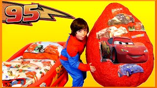 getlinkyoutube.com-GIANT EGG SURPRISE OPENING Disney Cars Toys Lightning McQueen Kids Video Super Giant Surprise Egg