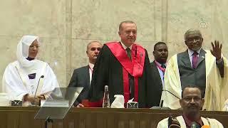 Cumhurbaşkanı Erdoğan, Hartum Üniversitesinde sevgi gösterileriyle karşılandı