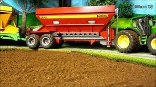 getlinkyoutube.com-RC TRACTOR pulls 2 giant grain trailer - farm toys in action